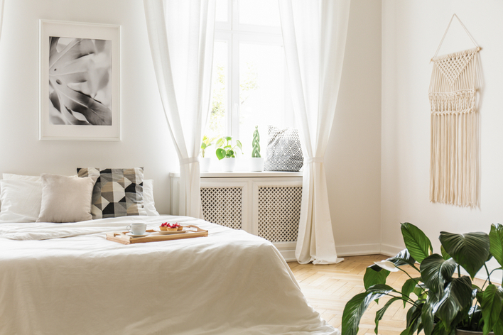 Natural light coming in a bedroom through large windows