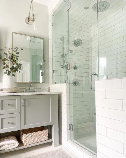 A cute bathroom featuring a steam shower