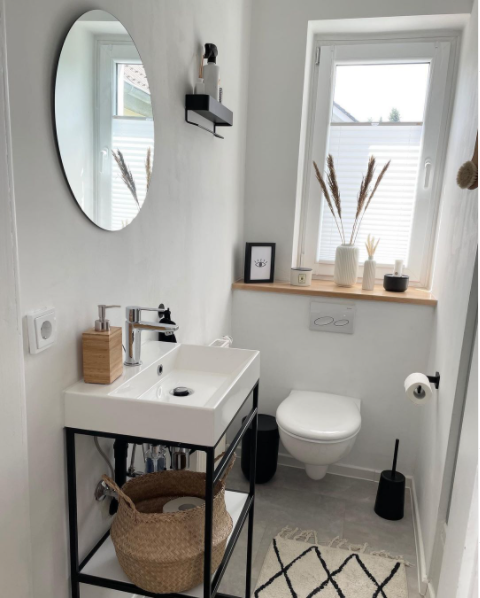 A small charming bathroom in white