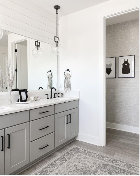 A monochromatic bathroom in gray and white