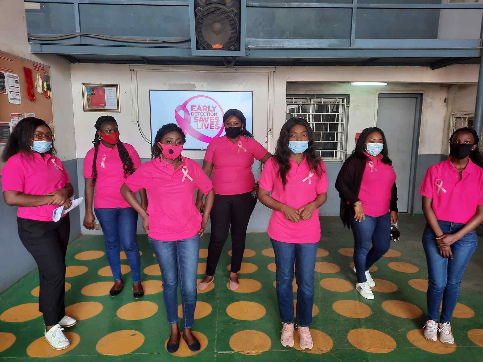 """""""粉红行动""""在刚果的乳腺癌意识"""