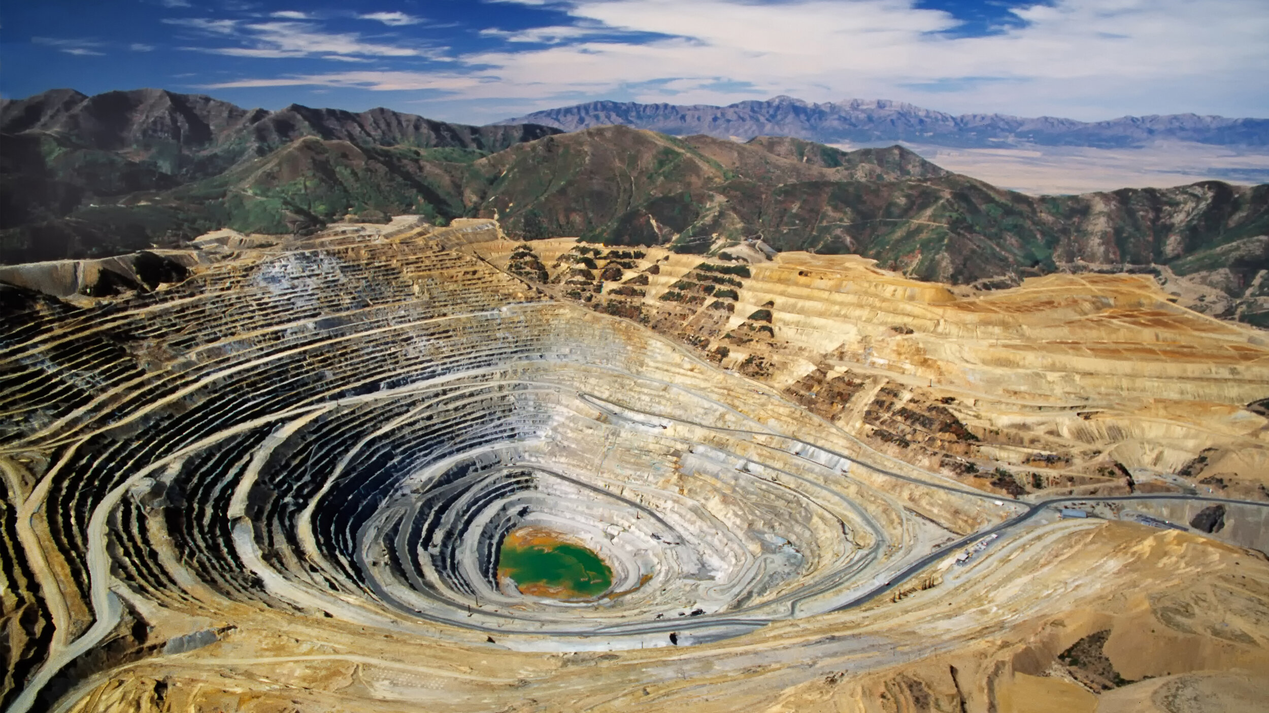 High-efficiency dewatering systems for mining operations