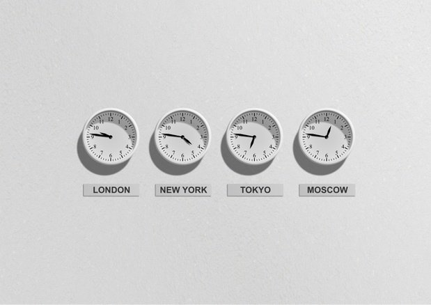 Different clocks from different time zones/cities