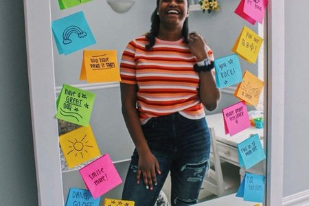 girl smiling with sticky note mirror