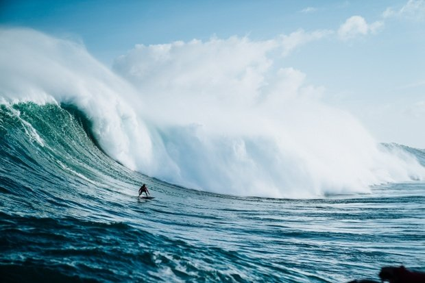 surfing big wave