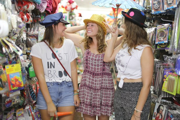 silly friends hats party store three girls