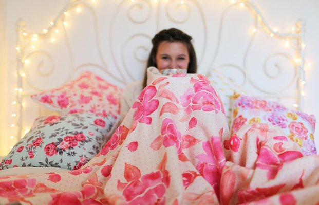 The Lalacozy Bed Floral Blanket