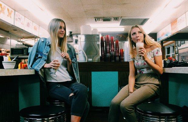 Anna Schultz-Grainy Film Image Girls In Diner