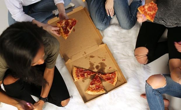 Friends Pizza College