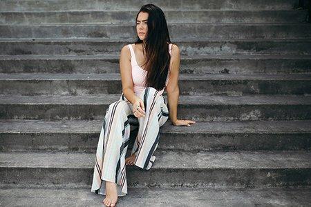 Summer Girl Hawaii Cool Pants Stairs Hair