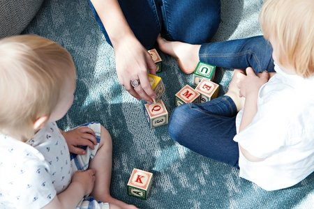 girls play with blocks with babies
