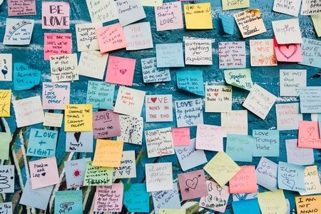 post it wall of love
