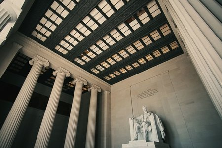 Side angle of lincoln memorial