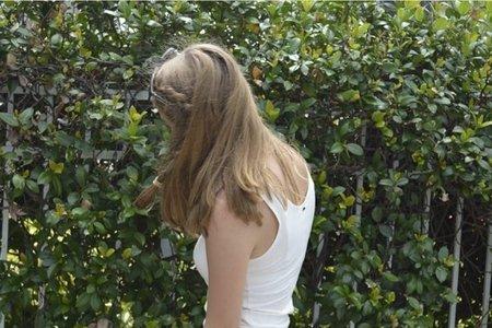 green wall hair pic