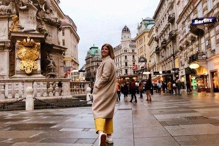madi in yellow pants in amsterdam