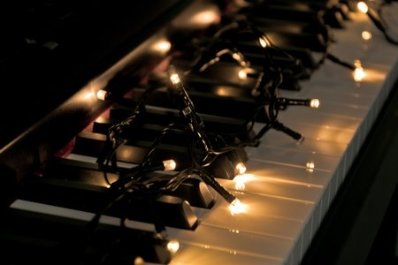 piano with lights