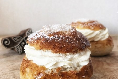 Shrovetide buns