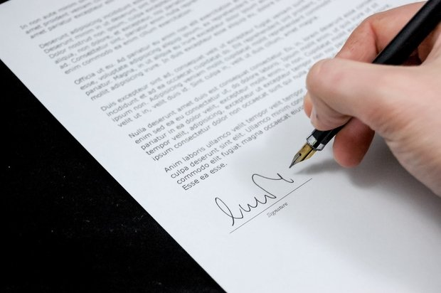 business document getting signed