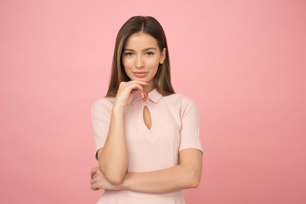 woman wearing pink collared half sleeved top business casual