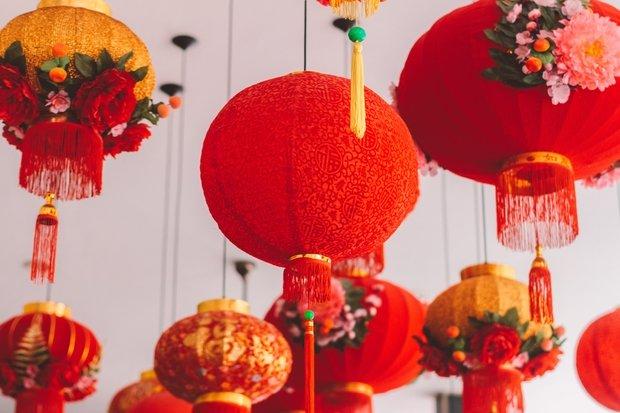 Red Chinese lantern decor