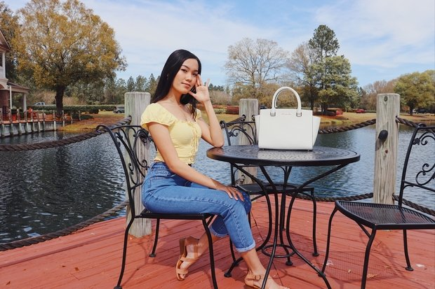 Girl in yellow shirt and jeans