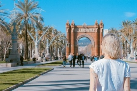 person standing at the Arco de Triunfo de Barcelona, Barcelona, Spain