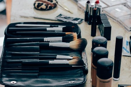 black makeup brush set